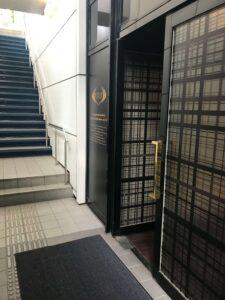 ライザップ六本木店の入り口